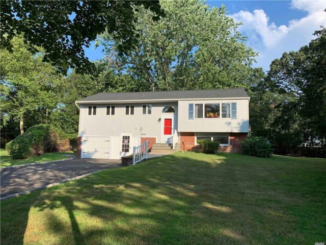 4 BR,  2.50 BTH  Hi ranch style home in East Northport